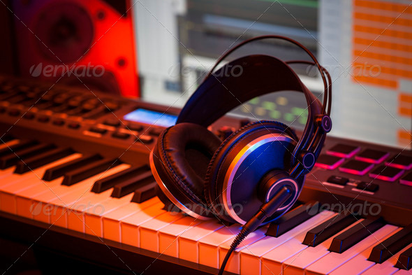 Headphones_computer_music_studio
