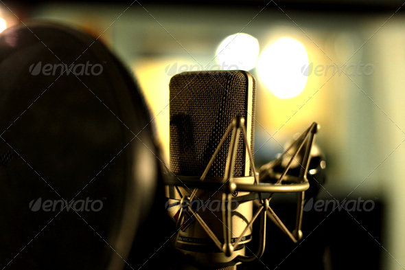 Studio_Microphone_in_Shockmount_-_Condenser